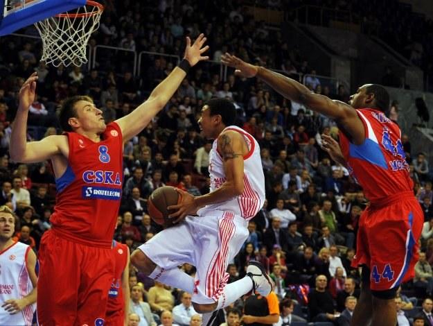 Ibrahim Jaaber w ataku na kosz CSKA. /AFP