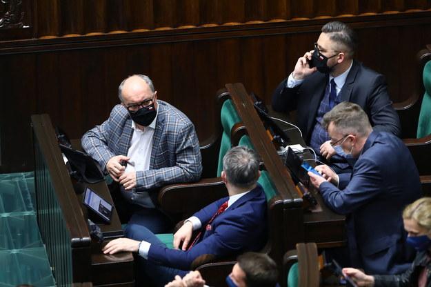 icemarszałek Sejmu, przewodniczący Nowej Lewicy Włodzimierz Czarzasty i politycy partii na sali obrad Sejmu w Warszawie /Rafał Guz /PAP