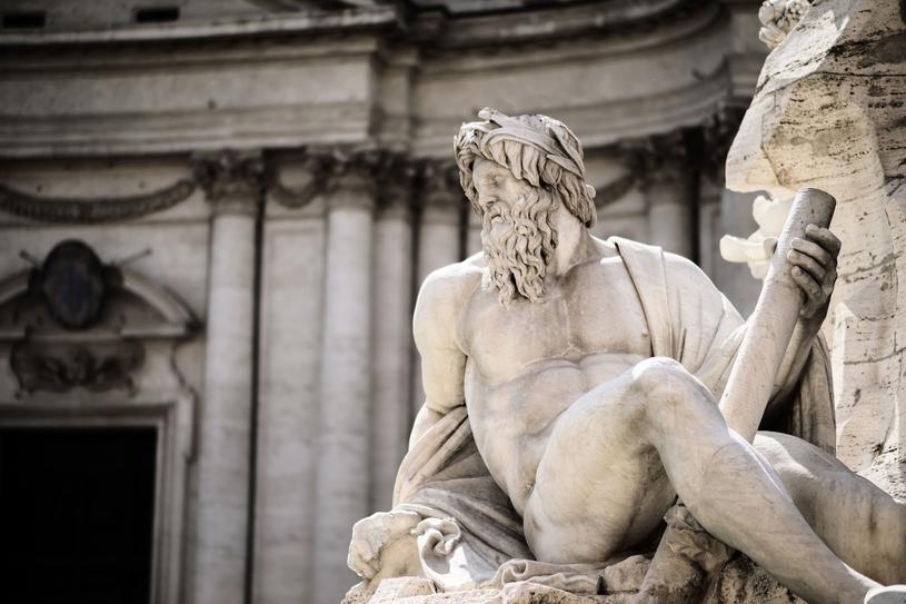Ideałem męskiej urody w starożytnej Grecji i Rzymie było mocno umięśnione i smukłe ciało /123RF/PICSEL