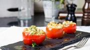 Idealna letnia przekąska: pomidory faszerowane kuskusem