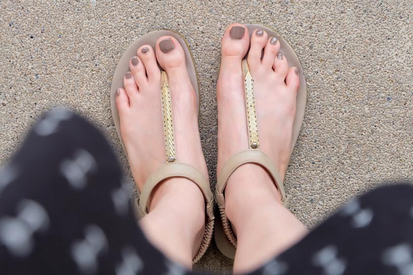Idealne stopy na lato? Są na to sposoby /123RF/PICSEL