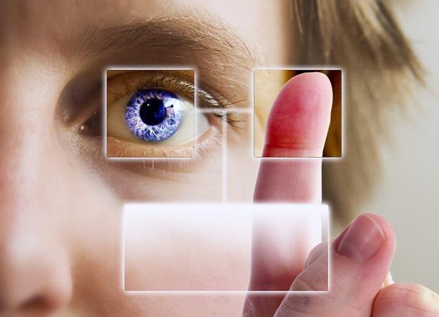 Identyfikacja twarzy i głosu. Visa i Mastercard pracują nad e-płatnościami przyszłości /© Panthermedia