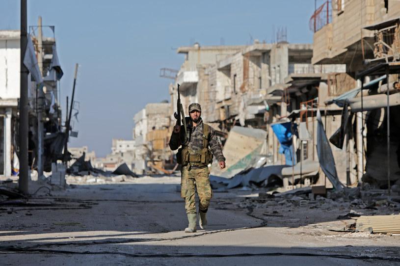 Idlib: Antyrządowy bojownik należący do sił wspieranych przez Turcję /AFP