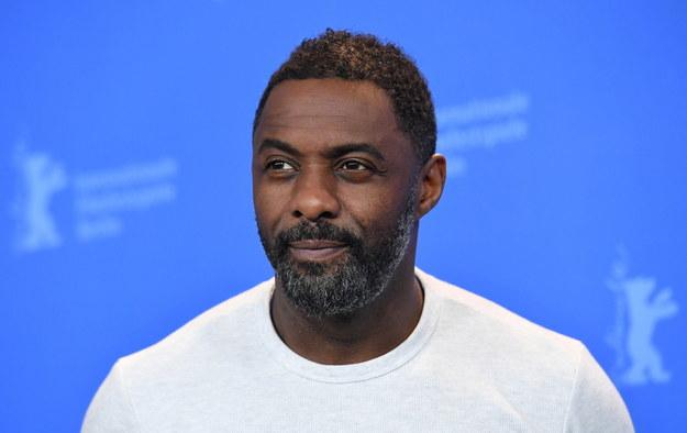 Idris Elba podczas festiwalu filmowego w Berlinie /Sascha Steinbach /PAP/EPA