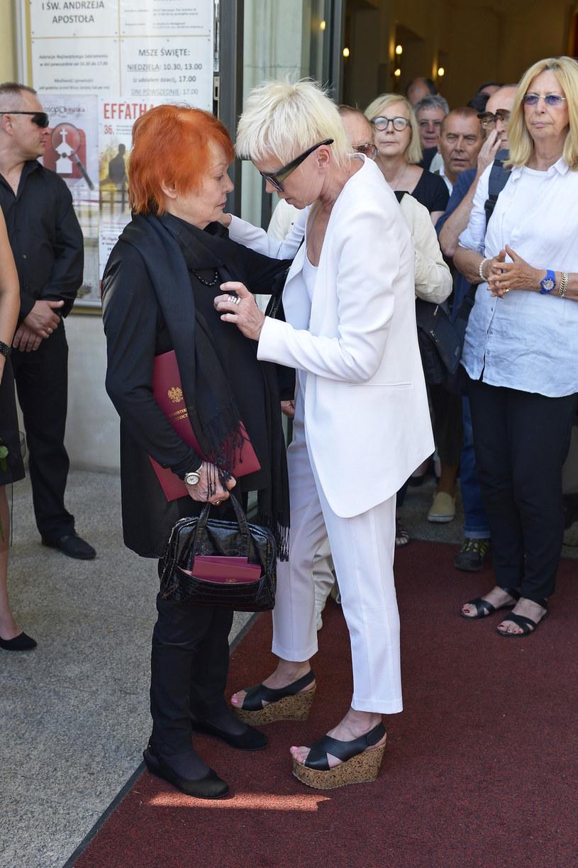 Iga Cembrzyńska i Ewa Błaszczyk na pogrzebie Andrzeja Kondratiuka /Piętka Mieszko /AKPA