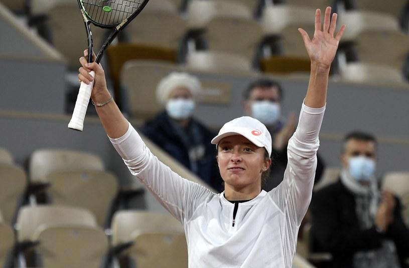 Iga Świątek awansowała do ćwierćfinału Rolanda Garrosa /JULIEN DE ROSA /PAP/EPA