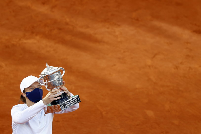 Iga Świątek mistrzynią Rolanda Garrosa! /PAP/EPA