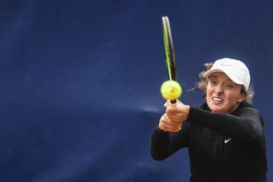 Iga Świątek podczas turnieju w Lugano, gdzie osiągnęła największy sukces w karierze, docierając po raz pierwszy do finału zawodów WTA /ALESSANDRO CRINARI /PAP/EPA