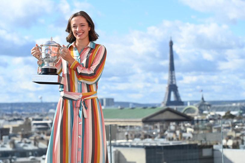 Iga Świątek w ubiegłym roku wygrała Rolanda Garrosa /Newspix