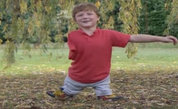 Igor podczas zabawy w parku /YouTube