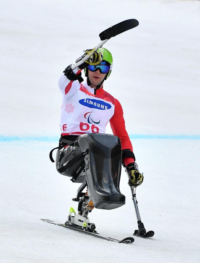 Igor Sikorski cieszy się na mecie slalomu giganta. Polak zdobył brązowy medal /Bartłomiej  Zborowski /PAP