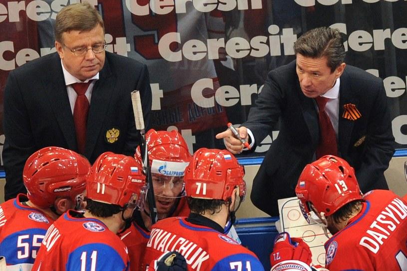 Igor Zacharkin i Wiaczesław Bykow znowu będą pracować z czołowymi rosyjskimi hokeistami. Zacharkin chce jednocześnie pracować z Polakami. /AFP