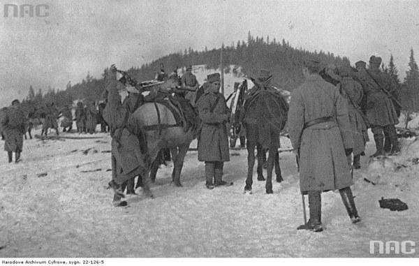 II Brygada Legionów podczas walk w Karpatach. Żołnierze z karabinami maszynowymi, 1914