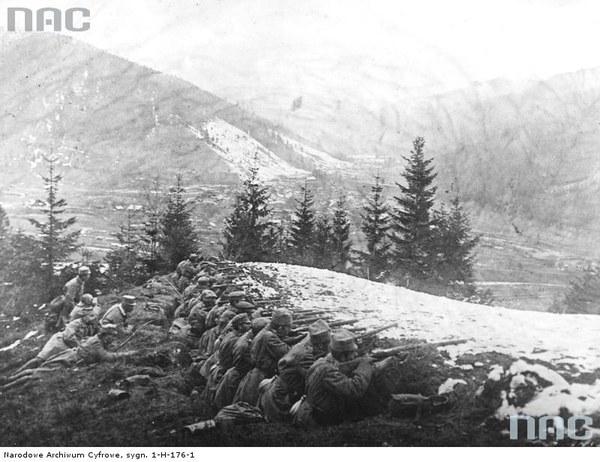 Walki II Brygady Legionów w Karpatach - żołnierze w okopach, 1914