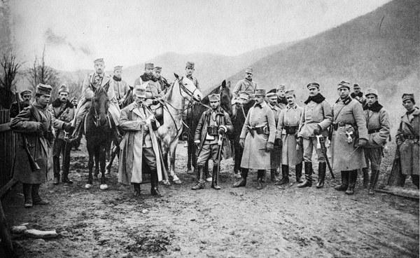 Grupa oficerów w Zielonej. Z lewej stoi płk Zieliński, na siwym koniu ppłk Józef Haller, dalej kpt Zagórski i por Szczepan