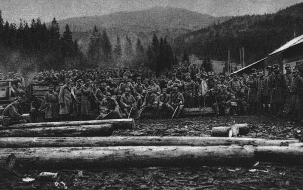 Kampania Karpacka II Brygady Legionów Polskich; n/z Oddział w Rafajlowej przed odjazdem pod Mołotków, 1914 rok
