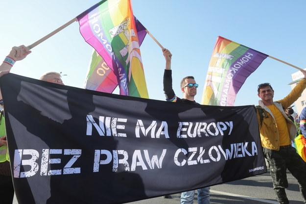 """II Marsz Równości w Białymstoku, odbywająca się pod hasłem """"W obronie praw LGBT+ i wszelkich innych ludzkich praw"""" / Artur Reszko    /PAP"""