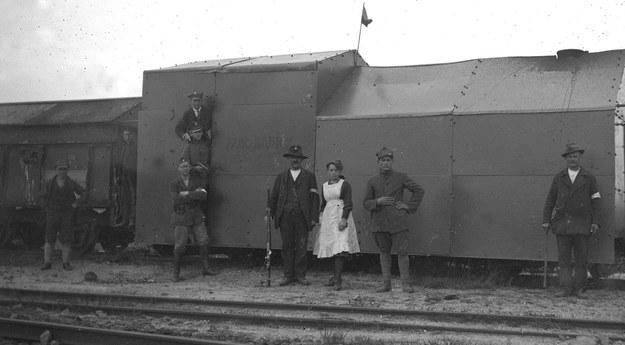 III powstanie śląskie - powstańcy z pociągu pancernego Kabicz, 1921 /Muzeum Śląskie /East News