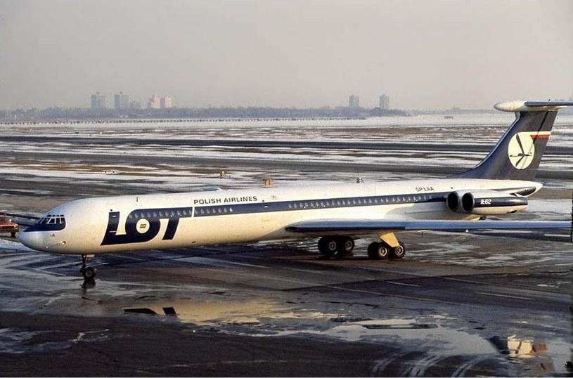 """Ił-62 """"Mikołaj Kopernik"""" na lotnisku  John F. Kennedy w Nowym Jorku /Ken Rose/GFDL 1.2 /domena publiczna"""