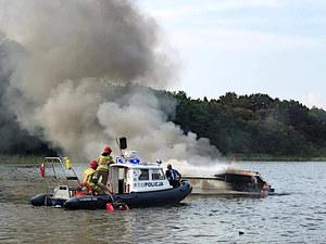 Iława: Pożar motorówki. Trzy osoby poszkodowane [WIDEO]