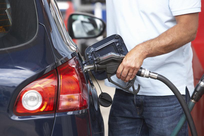 Ile faktycznie zdrożeje paliwo i kto na tym zarobi najwięcej? /© Glowimages