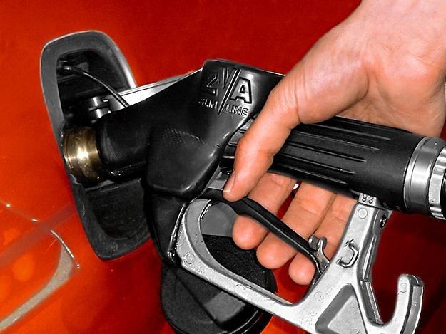 Ile litrów benzyny może kupić Polak, a ile Amerykanin? /© Panthermedia