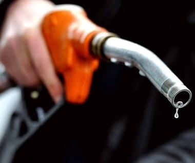 """Ile po wakacjach zapłacimy za paliwo? """"Pęknie"""" 6 zł?"""