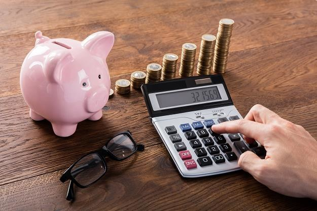 Ile trzeba odkładać, żeby mieć emeryturę jak pensję? /©123RF/PICSEL