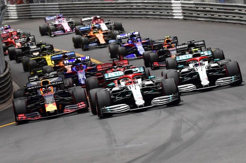 Ile wyścigów Formuły 1 odbędzie się w tym sezonie z udziałem kibiców? /AFP