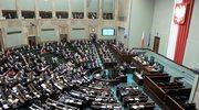 Ile zarabia poseł? Zarobki parlamentarzystów w Polsce i na świecie
