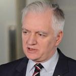 Ile zarabia się w NBP? Jarosław Gowin krytykuje prezesa Glapińskiego