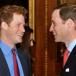 Ile zarabiają Harry i William?