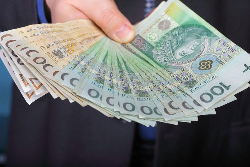 Ile zarabiają młodzi pracownicy? /123RF/PICSEL