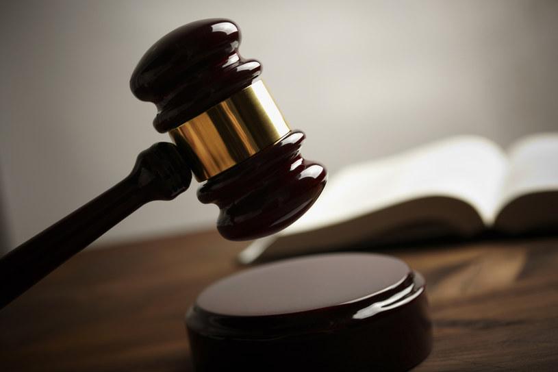 Ile zarabiają sędziowie? Żyją godnie /© Glowimages