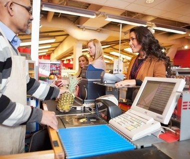 Ile zarabiają sprzedawcy w sklepach?