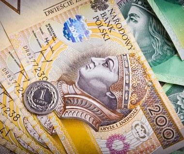 Ile zarabiali Polacy w 2012 roku?