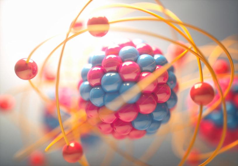 """Ile """"żyją"""" neutrony poza jądrem atomowym? /123RF/PICSEL"""