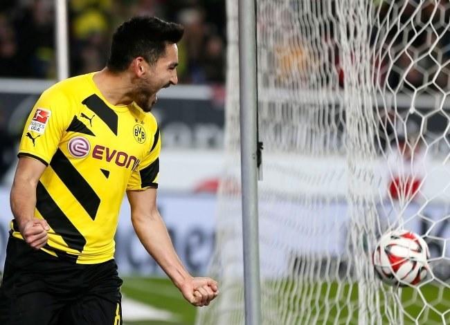Ilkay Guendogan cieszy się z gola dla Borussii Dortmund /PAP/EPA