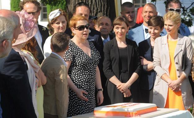 """Ilona Łapkowska z ekipą serialu """"Barwy szczęścia"""" /Agencja W. Impact"""