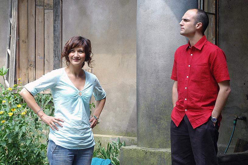 """Ilona Ostrowska i Jeff Butcher na planie serialu """"Ranczo"""" (2005) /AKPA"""