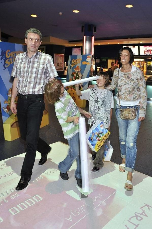 Ilona z synami i byłym mężem /- /AKPA