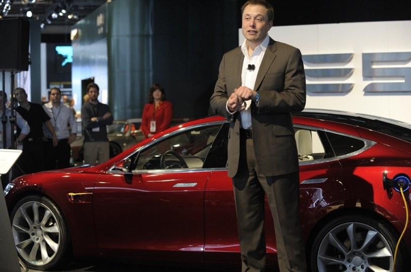 """""""Ilość dwutlenku węgla wydzielana na kilometr jest mniejsza dla samochodu elektrycznego, nawet jeśli będzie on pochodzić ze źródeł takich jak na przykład węgiel"""" /East News"""