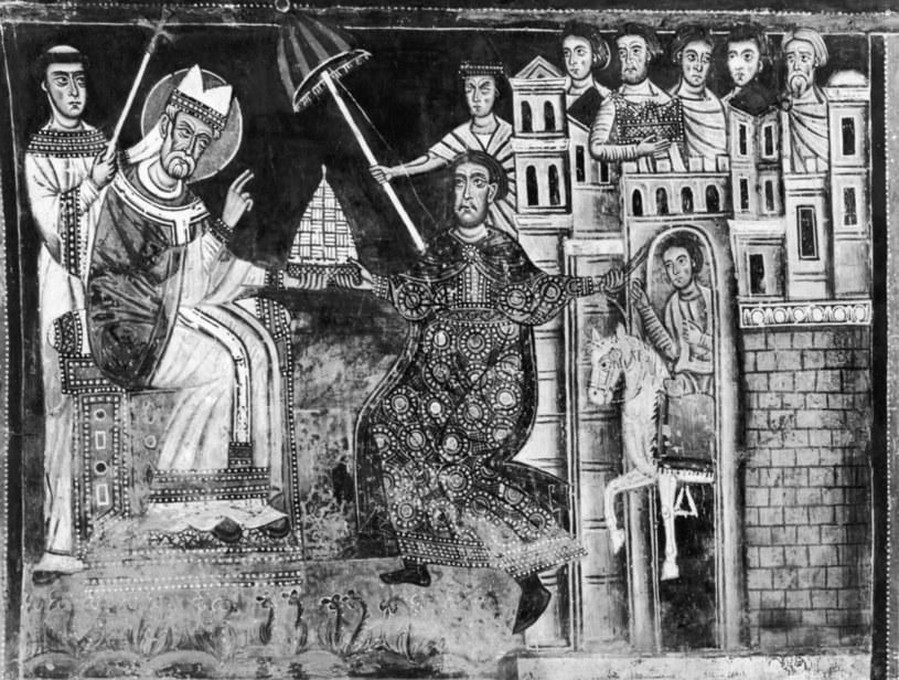 Ilustracja przedstawiająca papieża Sylwestra I akceptującego dar Konstantyna Wielkiego /Mansell/The LIFE Picture Collection  /Getty Images