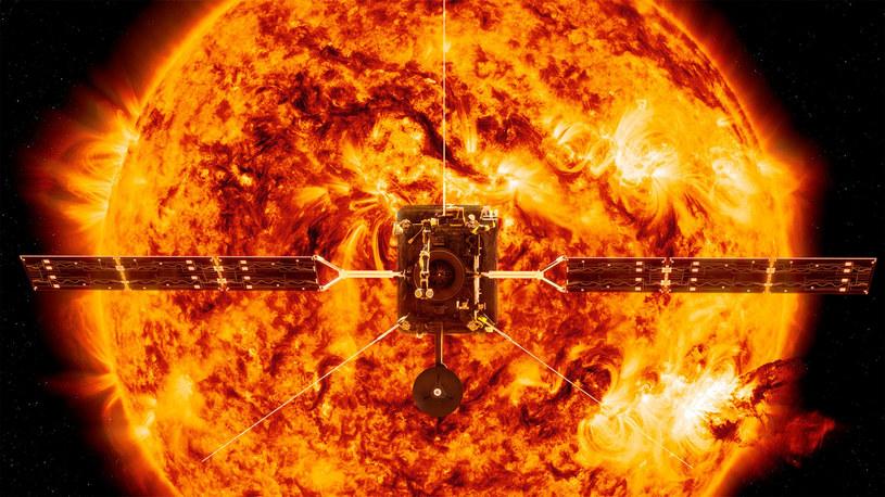 Ilustracja udostępniona przez NASA przedstawiająca satelitę Solar Orbiter przed Słońcem /NASA/Associated Press /East News