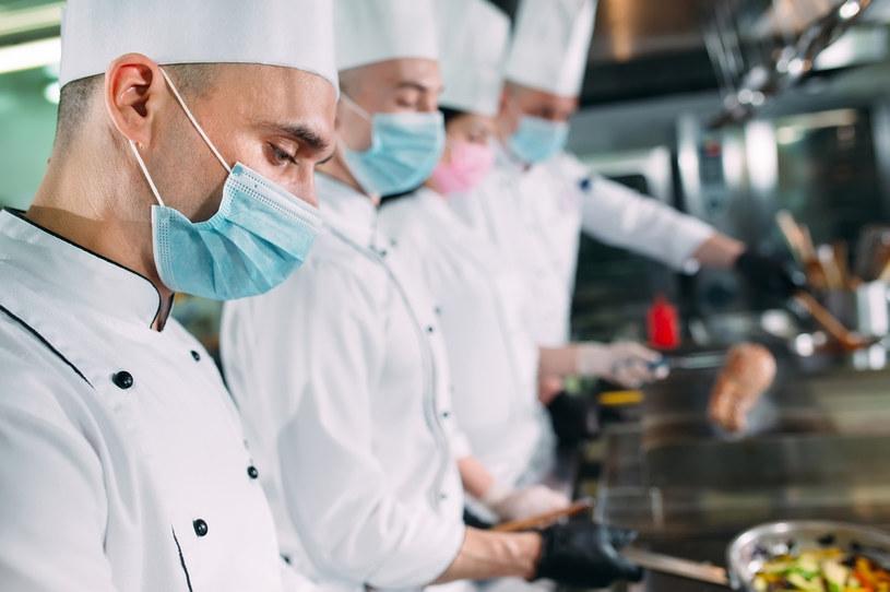 Im bardziej pogarsza się sytuacja restauratorów, tym więcej pojawia się pomysłów na specjalną pomoc dla nich /123RF/PICSEL