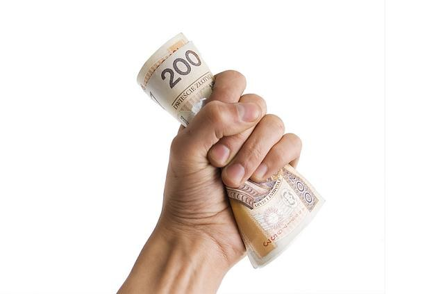 Im dłużej bankowcy będą zwlekać z wysłaniem pieniędzy, tym więcej zaoszczędzą na przelewach do NBP /© Panthermedia