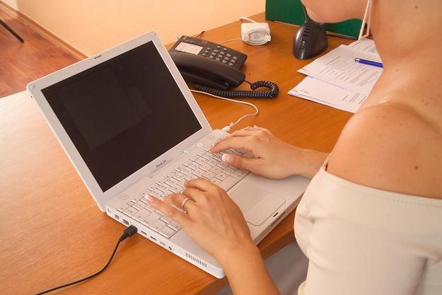 Im krócej kobieta będzie prowadziła firmę, tym mniejszy będzie zasiłek /© Bauer