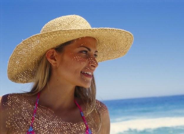 Im mniej rozprowadzisz warstw kosmetyków na twarzy, tym lepiej skóra będzie oddychać /ThetaXstock