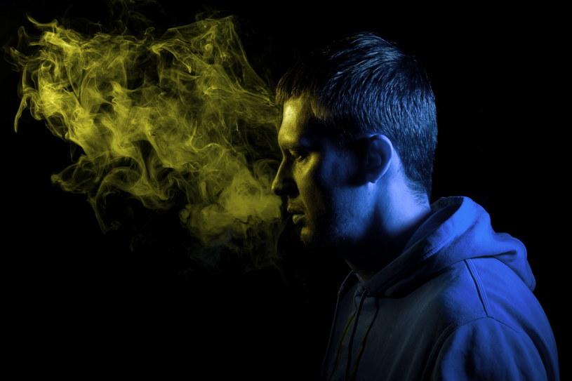 Im szybciej przestaniemy palić, tym lepiej dla naszego zdrowia i portfela /123RF/PICSEL