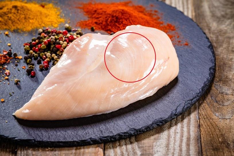 Im więcej białych pasków na piersi kurczaka, tym gorszej jakości jest mięso